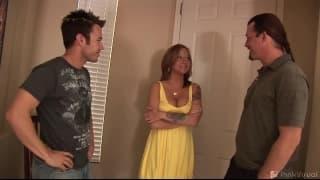Sophia mit 2 Männern und Sextoys