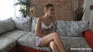 Katya Mirova ist bereit für einen Gangbang