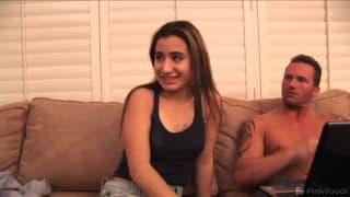 Sophia Young lutscht Brüste beim Ficken