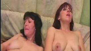 Martina und Jana masturbieren zusammen