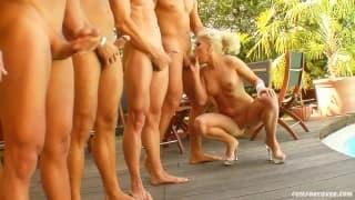Die blonde Kissy liebt viele Männer