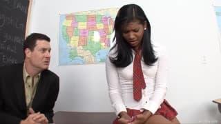 Emy Reyes verführt ihren Lehrer!