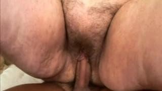 Suzanne ist eine fette Oma die Sex braucht
