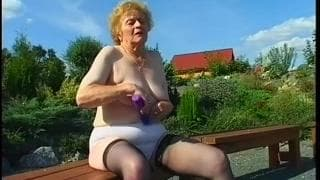 Miroslava ist eine Oma, die Sex liebt