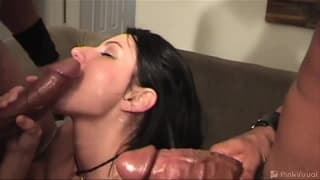 Katrina Kraven im Gangbang mit großen Penissen