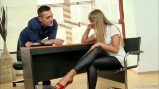 Milla befriedigt ihren Mann mit den Füßen
