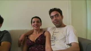 Französische Frau fickt mit zwei Freunden