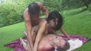 Monica Cameron liebt es Sex am Pool zu haben