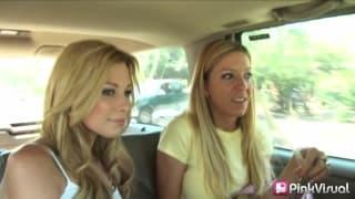 Nikki Flame und ihre Freundin ficken im Dreier