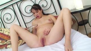 Schwangere Frau die ihren Dildo liebt