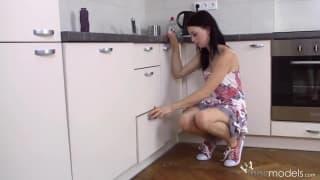 Sweet Lollypop macht es sich in der Küche