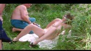 Amateursex mit einer versauten Milf im Freien
