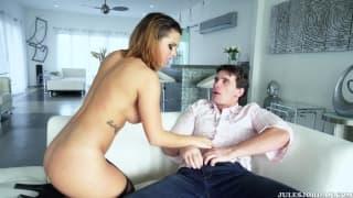Keisha ist auf der Couch mit Manuel Ferrara
