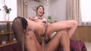 Akari Asagiri squirtet ihren Muschisaft