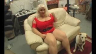 Scarlett Rouge kriegt eine Gesichtsbesamung