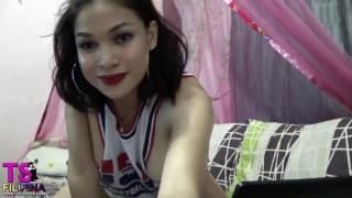 Diese Filipina ist total erregt vor der Webcam