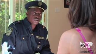 Versautes Girl wird von Schwanz bestraft