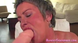 Diese Oma ist hungrig nach hartem Schwanz