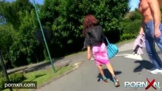 Kiki Minaj pisst gerne in der Öffentlichkeit