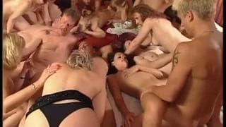 Orgie mit Schlampen und geilen Babes!