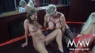 Gina Blonde und ihre Freunde haben Spaß