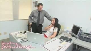 Rachel Starr ist eine sexy Sekretärin