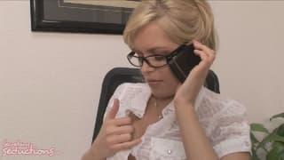 Diese geile Sekretärin fickt ihren Boss