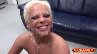 Die blonde Eva Eden will Schwänze!