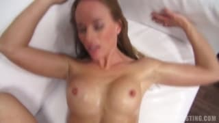 Lucie ist eine Lehrerin im Pornocasting