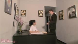 Asa Akira fickt mit ihrem Boss