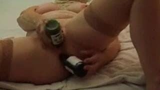 Sie kommt mit einer Glasflasche