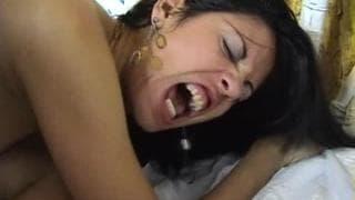 Fernanda Vargas bekommt einen Penis in den Po