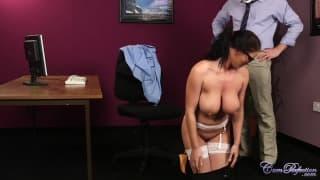 Diese schlampige Sekretärin hat drei Männer!
