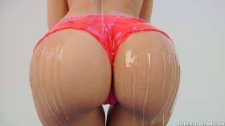 Anikka Albrite lässt sich hart anal ficken