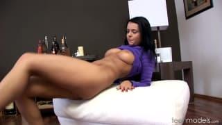 Leatitia gibt sich selbst einen Orgasmus