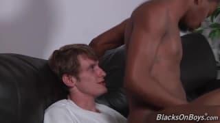 Lucas Shaw steckt seinen Schwanz den Schwulen