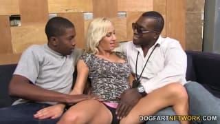 Zoey Portland genießt Gangbang mit Schwarzen