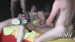 Yvonne J genießt den Sex mit Alexandra H
