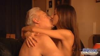 Alice Romain fickt gerne ältere Herren