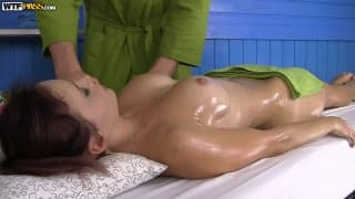 Olivia bekommt eine wunderbare Massage