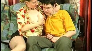 Sexuelle Szene mit der Mutter seines Kumpels