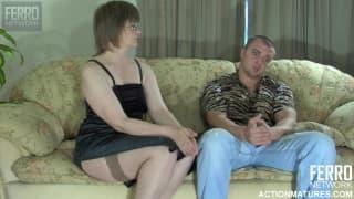 Diese reife Frau will Sex auf der Couch