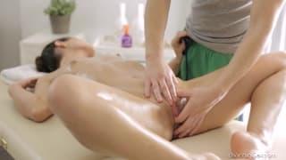 Ira bekommt eine intensive Massage