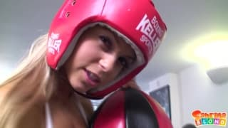 Sabrina ist eine Boxerin, die Sex liebt!