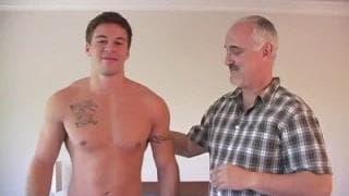 Brodie bekommt von Jake Cruise einen Blowjob