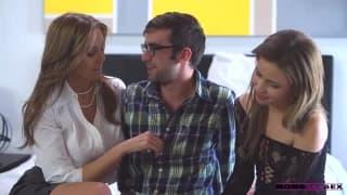 Heißer Dreier mit Julian Ann & zwei Teenagern