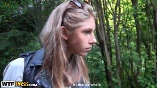 Megan kriegt Artyoms Schwanz in den Arsch