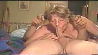Diese reife Blondine will Oralsex!