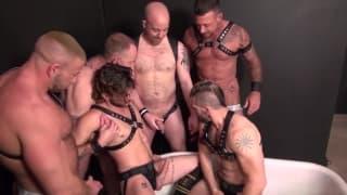 Eine sehr sinnliche Orgie zwischen Schwulen