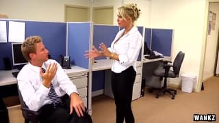 Holly Halston ist sehr notgeil im Büro!